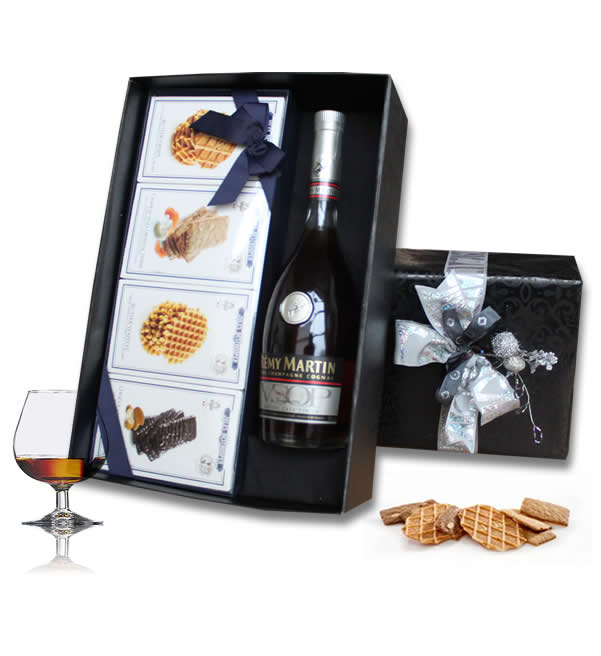 Cognac R�my Martin and Jules Destroopere fine cookies